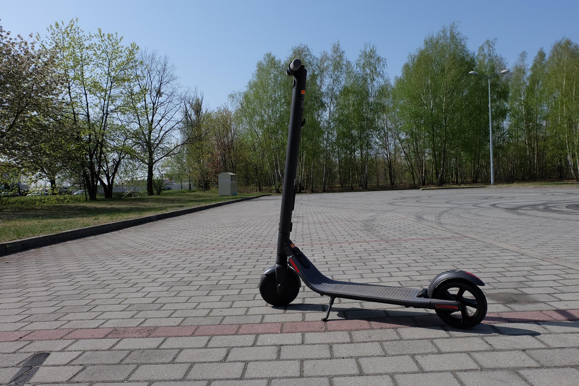TEST Ninebot by Segway KickScooter ES2 - elektryczna hulajnoga (również) dla dorosłych