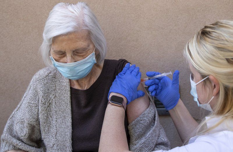 Jak zapisać starszą osobę na szczepienie na Covid-19
