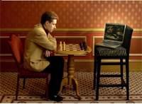Michael Adams zmierzy się w pojedynku szachowym z komputerem Hydra.