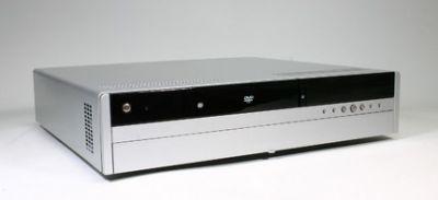 Platforma Intel 2005 Entertainment PC. W środku płyta główna i komponenty zgodne ze standardem BTX