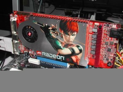 Model Radeon X1800 XL jest mniejszy niż XT. Budową przypomina 7800 GTX NVIDII