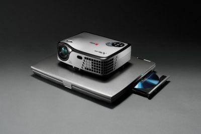 NOBO X16P, jeden z najmniejszych i najlżejszych projektorów na świecie. Waga tylko 0,95 kg