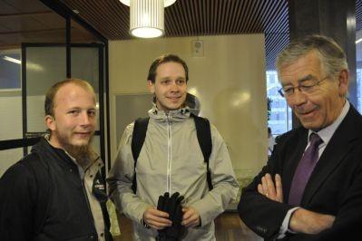 Gottfried Svartholm Warg i Peter Sunde - dwóch z założycieli The Pirate Bay. Obok adwokat.