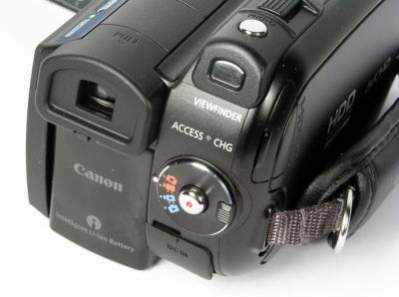 Jedna z najlepszych kamer wideo HD Canon HG21 wyposażona jest zarówno w twardy dysk jak i slot na karty pamięci