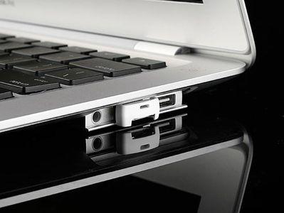 EagleTec NanoSac MicroSD - ważący 2 gramy czytnik kart microSD