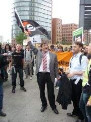 Jörg Tauss podczas demonstracji na Placu Poczdamskim