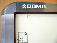 Wtablicach Qomo pozycjonowanych wpodczerwieni czujniki ukryte są wramie urządzenia.
