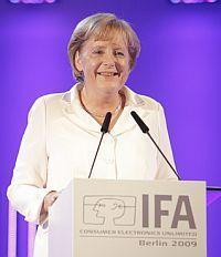 IFA 2009 otworzyła kanclerz Niemiec #Angela Merkel#. W Polsce targi ITC nie cieszą się taką popularnością w sferach rządowych.