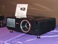 Dwulampowy projektor biznesowy SP920P o jasności 6000 ANSI lumenów