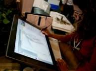 Tablety i sterowanie dotykiem upowszechniło się na przykład wśród grafików komputerowych.