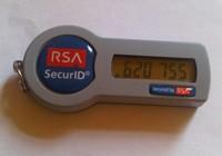 Token oparty o czas to niewielkie urządzenie, które wyświetla aktualny w danym momencie kod, pełniący rolę hasła w transakcjach bankowych.