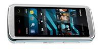 Nokia 5530XM jest młodszym i nieco ładniejszym modelem wersji 5800.