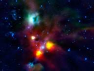 Obłok NGC 1999 - zielonkawy obiekt w górnej części zdjęcia - a w jego prawej części ciemna plama (źródło: ESA)