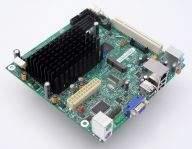 Cały komputer w ultrakompaktowej obudowie. Na pokładzie dwurdzeniowy procesor Atom.