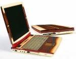 CeBIT: złoty notebook i ceglany komputer
