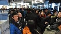 Kolejka przed sklepem w Pekinie (fot. bbs.meizu.com)