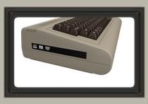 Nowe C-64 to nie tylko emulator do 8-bitówek. Po lewej stronie: nagrywarka DVD.