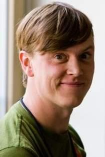 """Justin Hall - autor """"Links from the Underground"""", pierwszego bloga w historii internetu."""