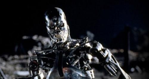 Coraz częściej konstruktorzy biorą się za budowę robotów humanoidalnych - od samego patrzenia na takie roboty włos się jeży na głowie.