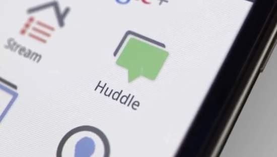 """Huddle poza udostępnianiem zdjęć bardzo przydaje się także w aplikacji mobilnej. Służy m.in. do przesyłania wiadomości i """"czatowania"""" w większym gronie."""