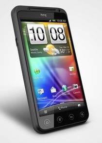 Evo 3D z przodu wygląda jak każdy duży smartfon HTC