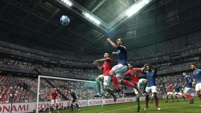 Pro Evolution Soccer 2012 - teraz łatwiej będzie uwolnić się spod opieki obrońców