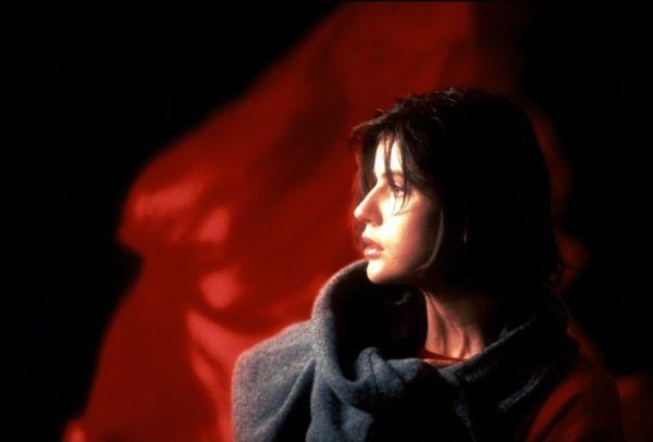 Irene Jacob w Trzy Kolory Czerwony