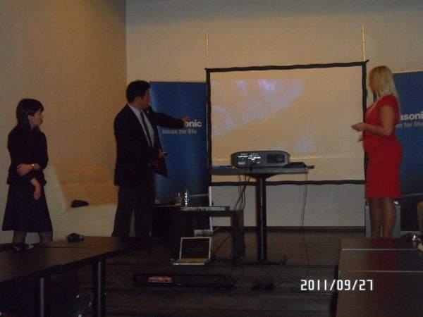 Projektor Panasonic PT-AT5000E prezentacja