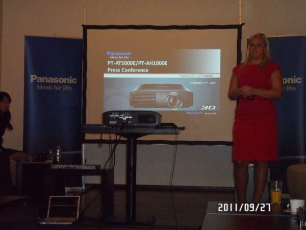 Projektor Panasonic PT-AT5000E red