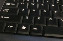 Klawisz Windows jest najczęściej umieszczany pomiędzy lewym klawiszem Ctrl a lewym klawiszem Alt. Jego inne nazwa to: Start.