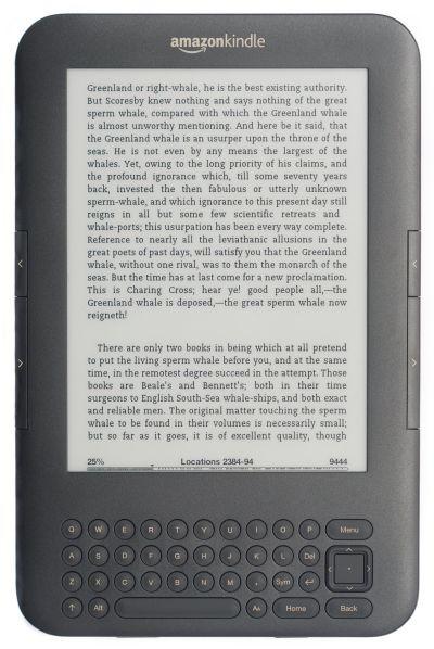 Kindle Keyboard to dosyć stara konstrukcja, jednak dzięki zastosowanej fizycznej kalwiaturze QWERTY spodoba się wszystkim, którzy nie tylko czytają książki, ale też wyszukują w nich informacje.