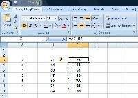 Domyślnie wszystkie formuły arkusza kalkulacyjnego widoczne są na pasku funkcji