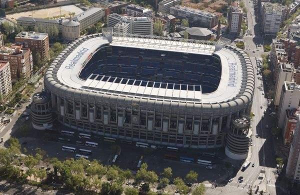 Stadion Santiago Bernabeu w Madrycie z zewnątrz