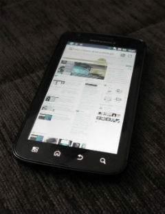 Motorola Atrix od przodu