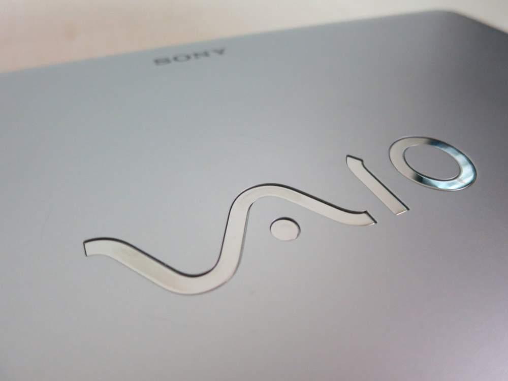 Sony VAIO VPCYB3V1E - klapa monitora