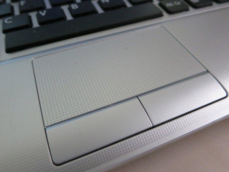 Sony VAIO VPCYB3V1E - touchpad