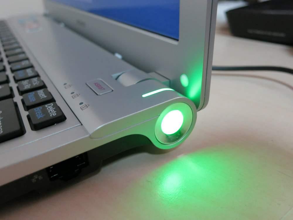 Sony VAIO VPCYB3V1E - przycisk do uruchamiania laptopa