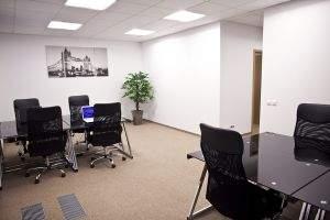 Stanowiska do coworkingu w biurze Gold Place