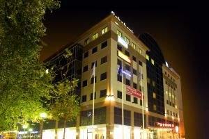 Spośród wielu wirtualnych biur Gold Place wyróżnia lokalizacja w prestiżowym biurowcu kl. A – Atrium Centrum. W tym samym miejscu siedziby mają takie firmy, jak UPC Polska, Emmerson czy Nordea