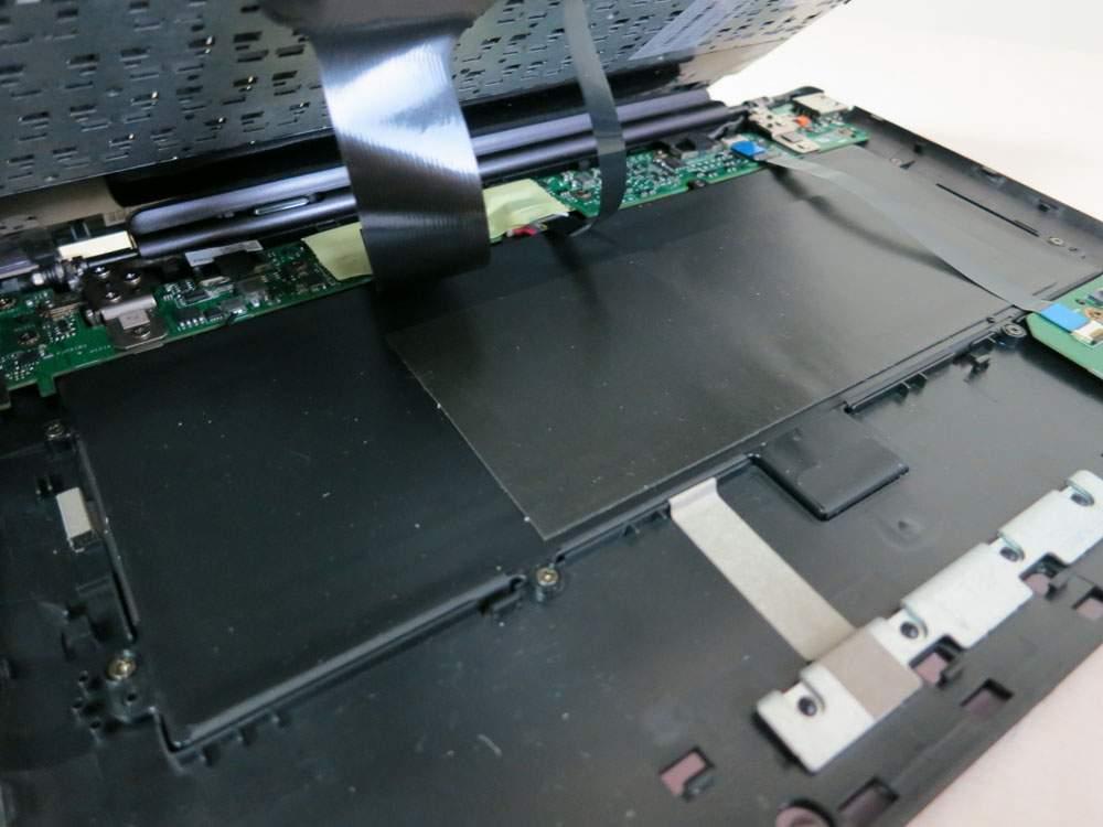 Asus Transformer Prime TF201 - w klawiaturze zamontowno dodatkową baterię