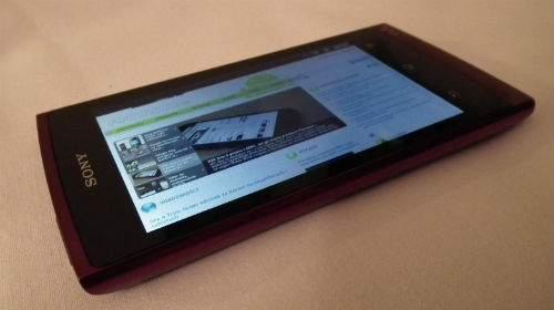 Walkman Z1000 to bardzo udane urządzenie multimedialne dla osób posiadających tradycyjny telefon komórkowy