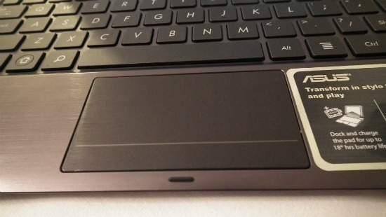 Touchpad jest dość duży, ale nie ma funkcji scrolla.