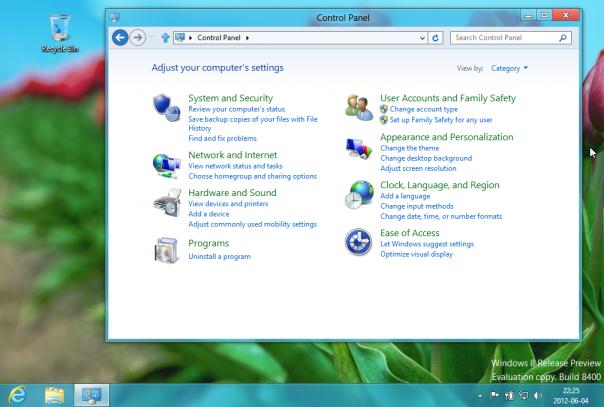 Klasyczny pulpit Windows 8 - W Ósemce Microsoft pozostawił klasyczny pulpit Windows, dzięki czemu aplikacje starszego typu (nie pisane dla stylu Metro) nadal będą mogły być używane.
