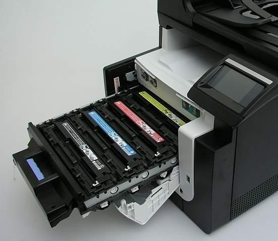 """Z kombajnów Canona i HP naboje wyjezdżają na """"szufladzie"""". Ich wymiana jest wyjatkowo prosta."""