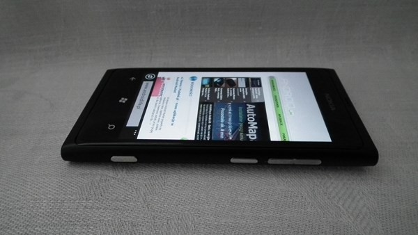 Lumia 800 to flagowy model Nokii z systemem Windows Phone