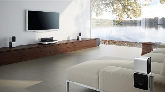 Projektory dźwięku kinowego takie jak np. Philips Fidelio Soundbar HTB9150 mają za zadanie wytwarzać dźwięk przestrzenny niezależnie od kształtu i wielkości pomieszczenia, w którym się znajdują.