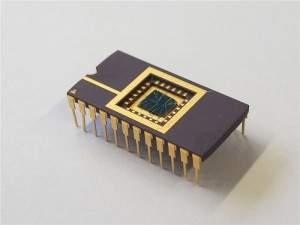 Procesor, który samodzielnie się uczy – układy morfologiczne to obwody logiczne wyposażone w memrystory, które naśladują działanie szarych komórek. (źródło: Uniwersytet Bielefeld)