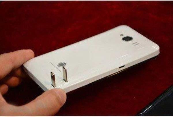 Chiński smartfon z wbudowaną ładowarką