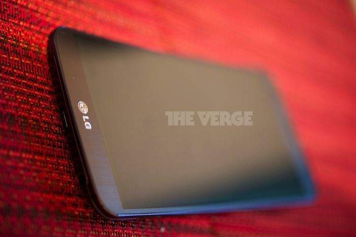 LG G Flex (źródło: The Verge)