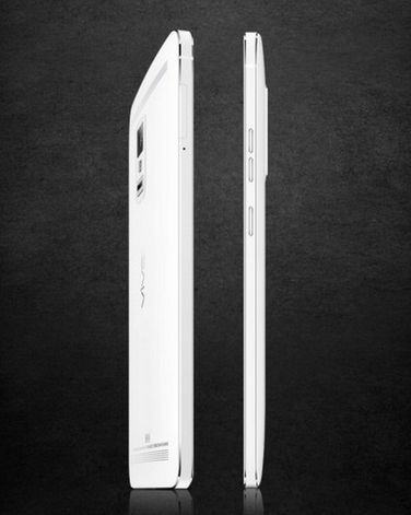 Vivo Xplay 3S cechuje się wyjątkowo smukłą konstrukcją, której grubość w najwęższym miejscu wynosi zaledwie 4,5 mm.